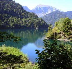 Весеннее энергичное преображение, летняя шикарная Абхазия, родители и дети.
